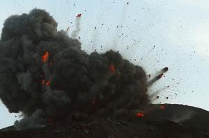 anak-krakatau-2009-eruption-mf2125