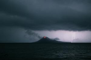 anak-krakatau-2009-storm-mf2232
